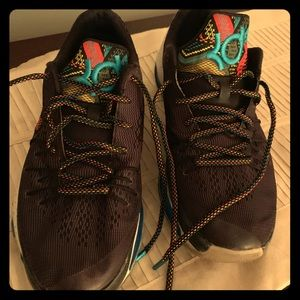 Nike sneakers by Kevin Durant black